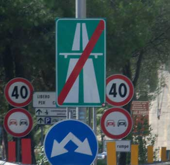 street-sign-end-of-highway-italy